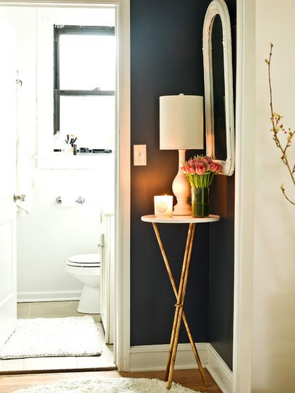 wall accent with lamp and mirror